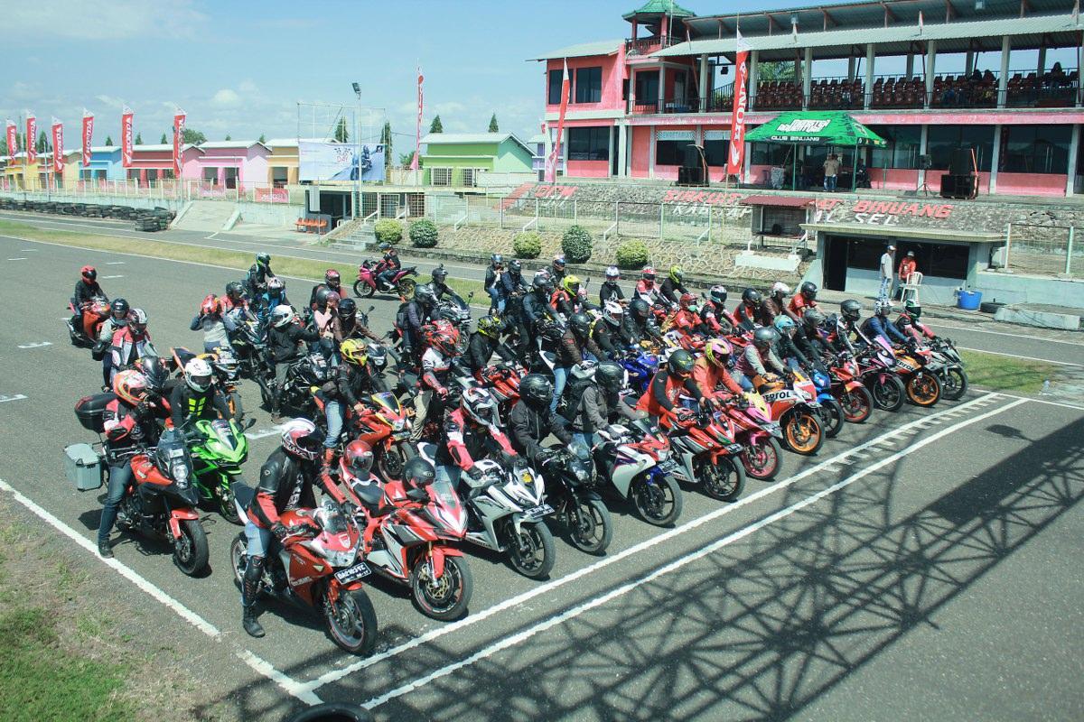 Komunitas Honda CBR Banjarmasin Jajal 'Total Control' di Sirkuit Balipat