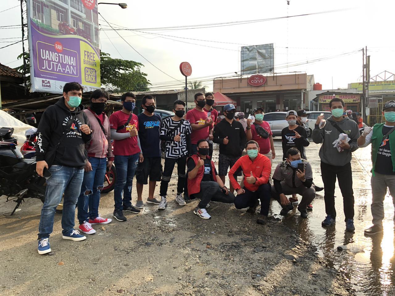 Peduli Covid-19, Komunitas CROW Tangerang Bagikan Masker & Hand Sanitizer.