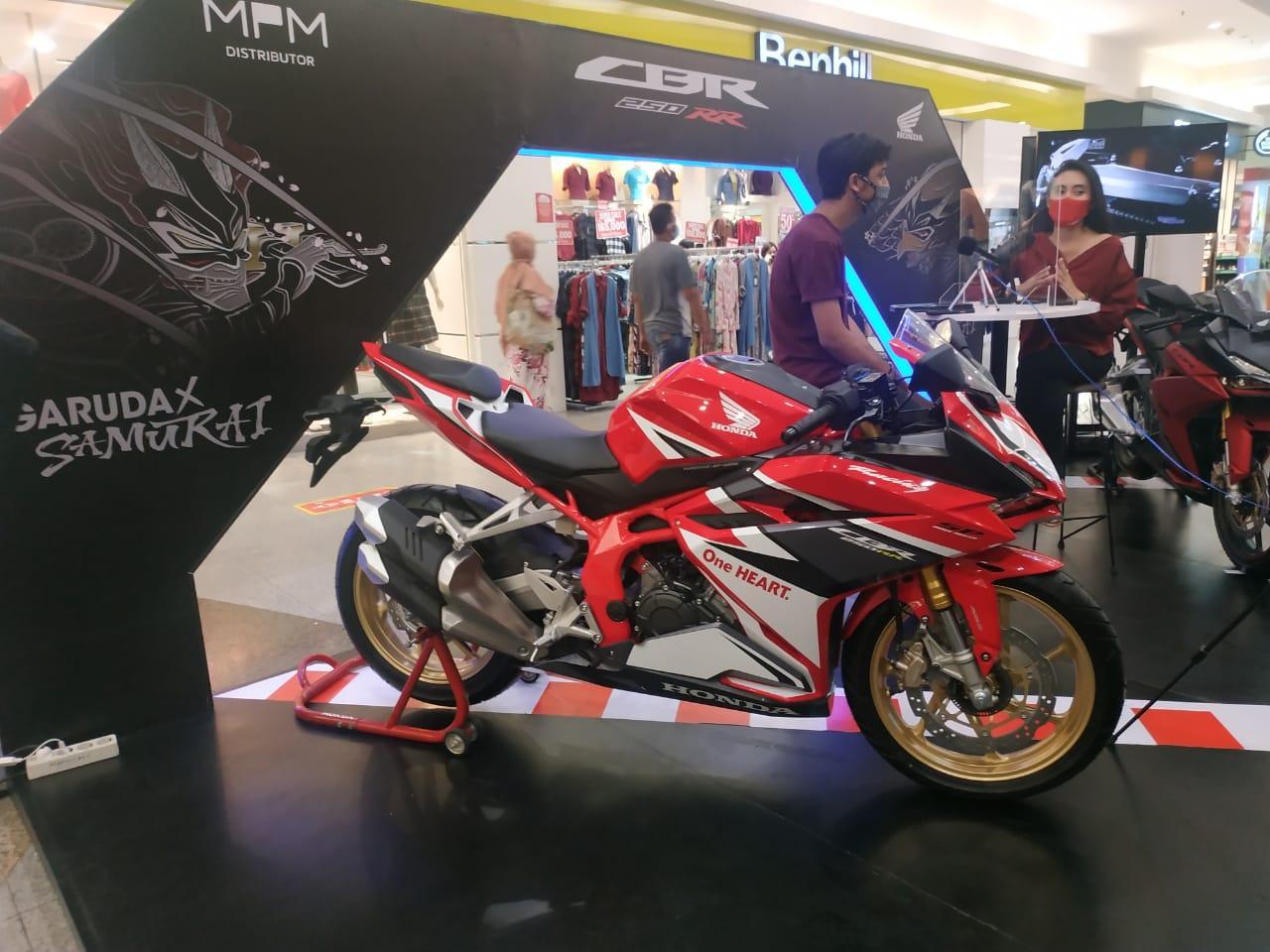 MPM Honda Jatim Ajak Influencer Kupas New CBR250RR SP with Quick Shifter di Exhibition Royal Plaza S
