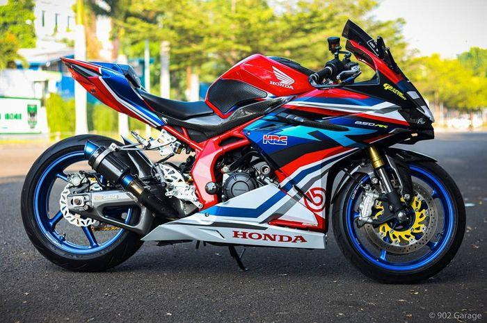 Modifikasi Honda CBR250RR asal Bekasi, lumayan mewah bertabur part motor gede.