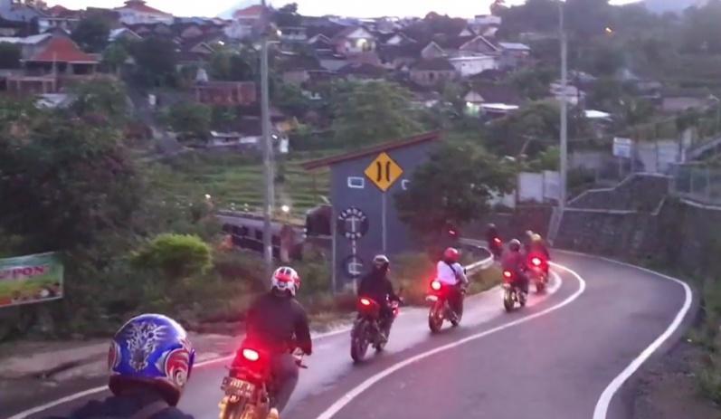 Kampayekan Safety Riding Ke Members Baru, CBR One Club Surabaya Ajak Sunmori Ke Trawas