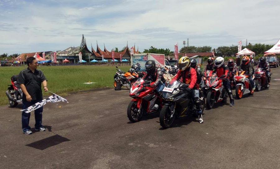 70 Anggota komunitas CBR Sumbar Ramaikan Premiere Touring CBR250RR