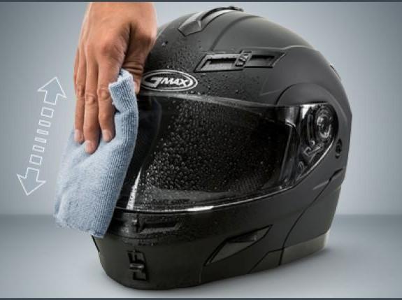 Ayo Cuci Sendiri Helm di Rumah, Gampang Kok!