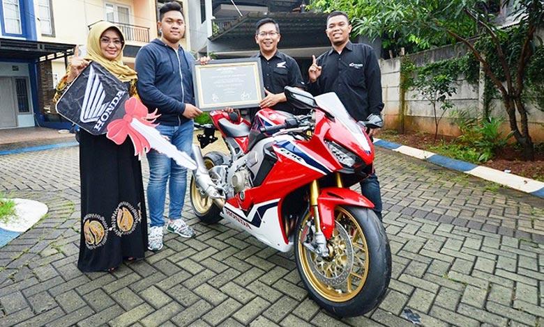 Fadillah Pemilik Pertama Honda CBR1000RR SP di Indonesia