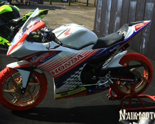 Modifikasi Honda CBR150R, Simple Dengan Baluran Decal