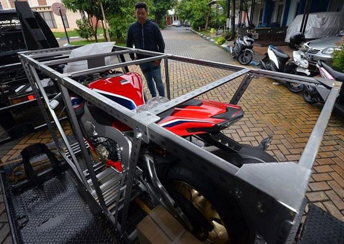 Motor Besar Harga Spesial, Ini kIsah Unboxing Honda CRB1000RR SP Pertama Di Indonesia