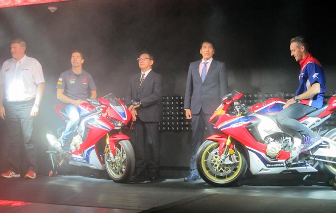 Intermot 2016: Honda CBR1000RR Resmi di Luncurkan Dua pebalap WSBK tim Honda