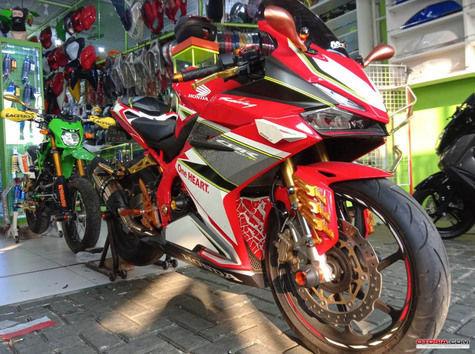 Modifikasi Honda CBR 250RR Milik Juragan Aksesoris