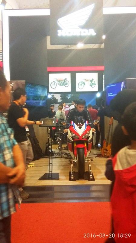 Konsumen Padati Booth Wing Dealer Honda di GIIAS Obati Penasaran Akan CBR 250RR