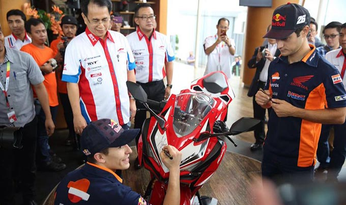 Marquez dan Pedrosa Tanda Tangan di All New Honda CBR250RR
