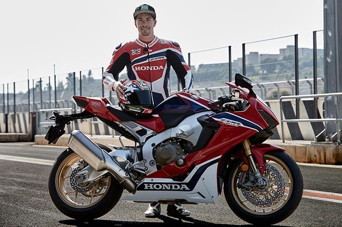 Aksi Nicky Hayden Di Atas Honda CBR1000RR SP