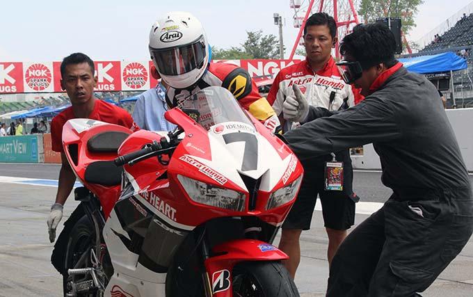 Honda CBR600RR Tuntaskan Suzuka 4 Hours Endurance Race di Suzuka