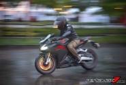 Kendarai Honda CBR250RR Saat Hujan, Ini Wajib Diperhatikan