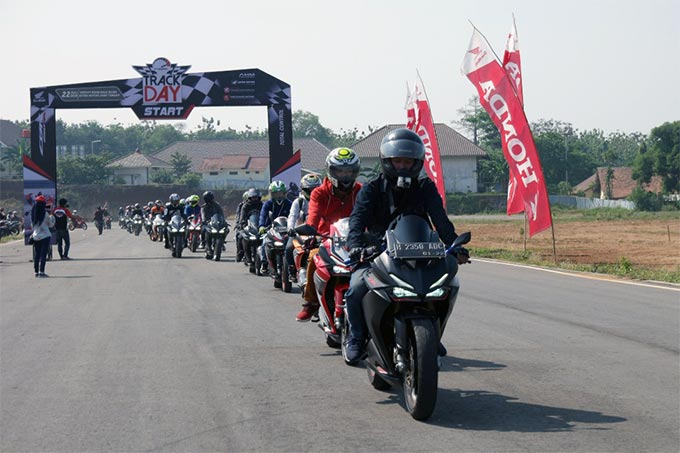Komunitas Honda Jateng Rasakan Performa Total Control di Sirkuit Mijen Semarang