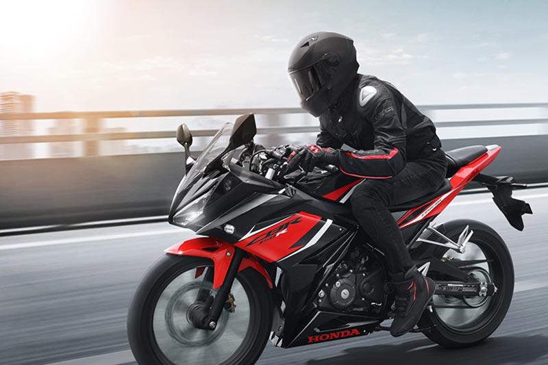 Foto-Foto Aksi New Honda CBR150R