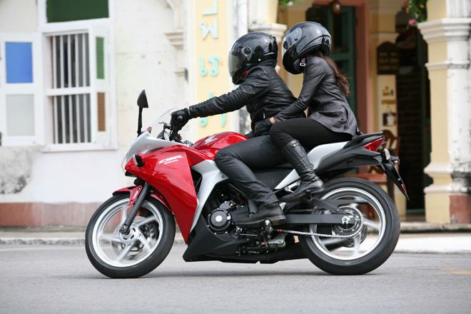 Bonceng Cewek Pakai Honda CBR, Ini Tipsnya